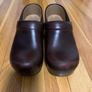 Dansko Professional Clog in Brown size 37